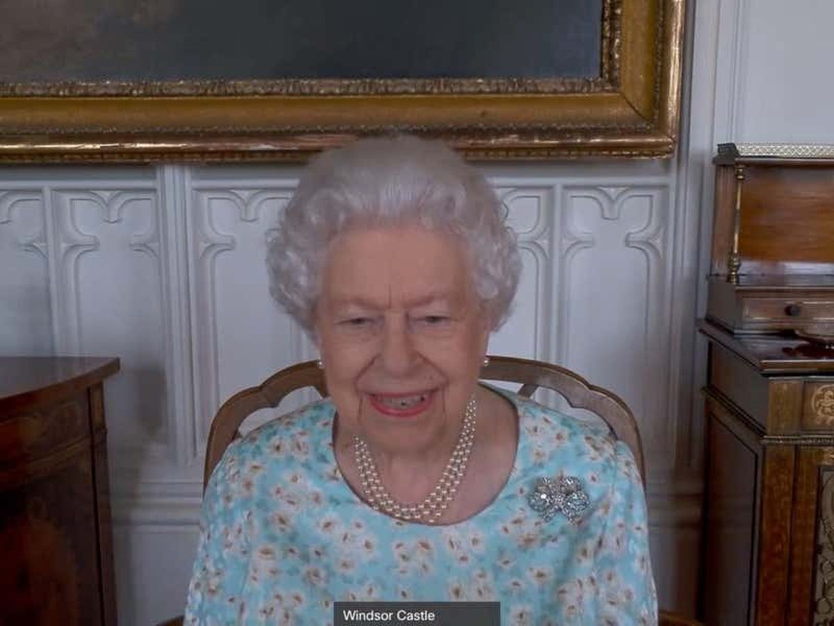Commonwealth young leaders praised by Queen during video call