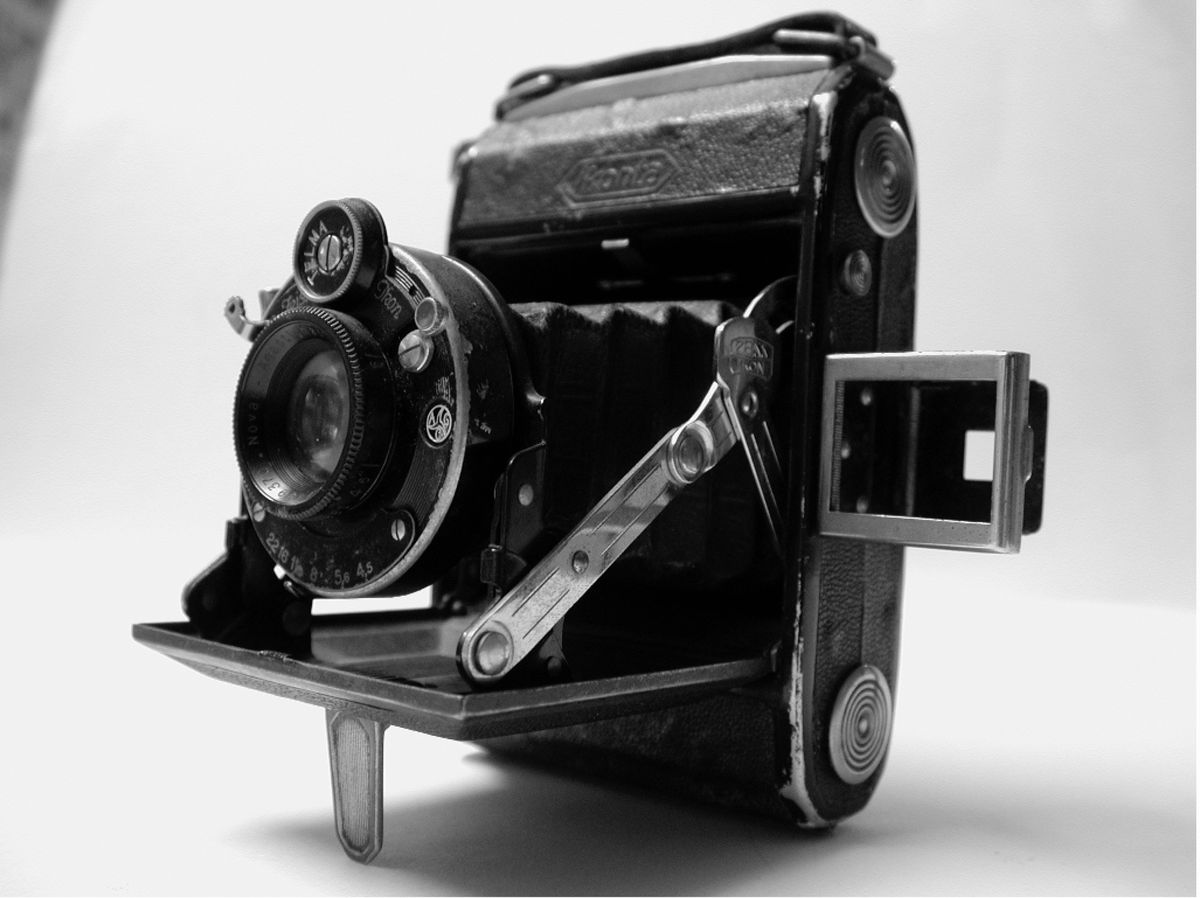 Zeiss Icon Camera used in Occupation by Reg Blanchford. (Picture copyright of Gary Blanchford )