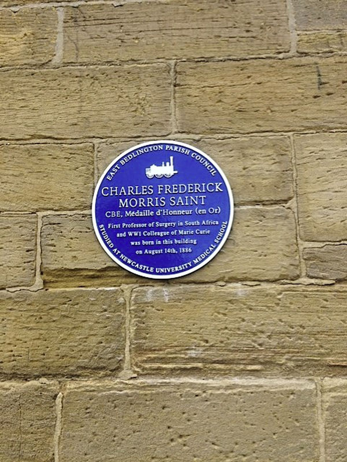 The blue plaque campaign was led by East Bedlington councillor John Batey after being contacted by Professor Saint's great-nephew.
