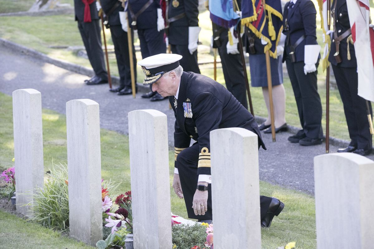Pic by Adrian Miller 27-09-20 Foulon Cemetery. Remembrance service for H.M.S. Charybdis and H.M.S. Limbourne .  Lt Governor Vice Admiral Sir Ian Corder lays a wreath.. (28735065)