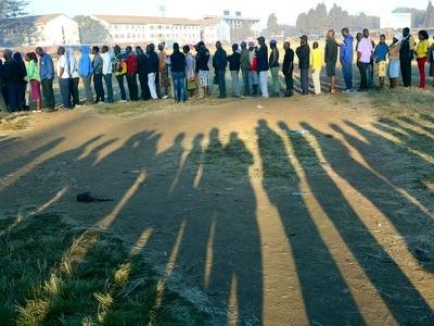 Zimbabwe opposition criticises voting delays amid historic election