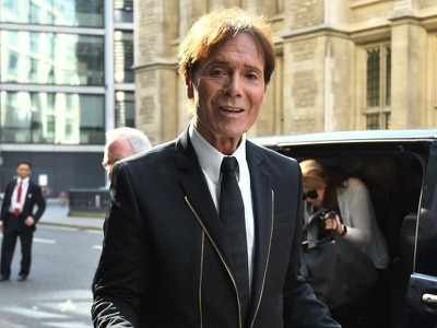 Police joked about arresting Cliff Richard at Wimbledon, court told