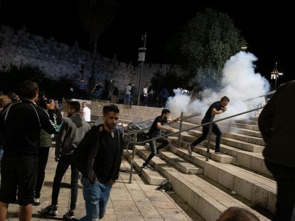Medics: 200 Palestinians hurt in mosque clashes with Israeli police