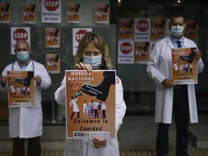 Spanish doctors stage walkout over 'weakened' health system