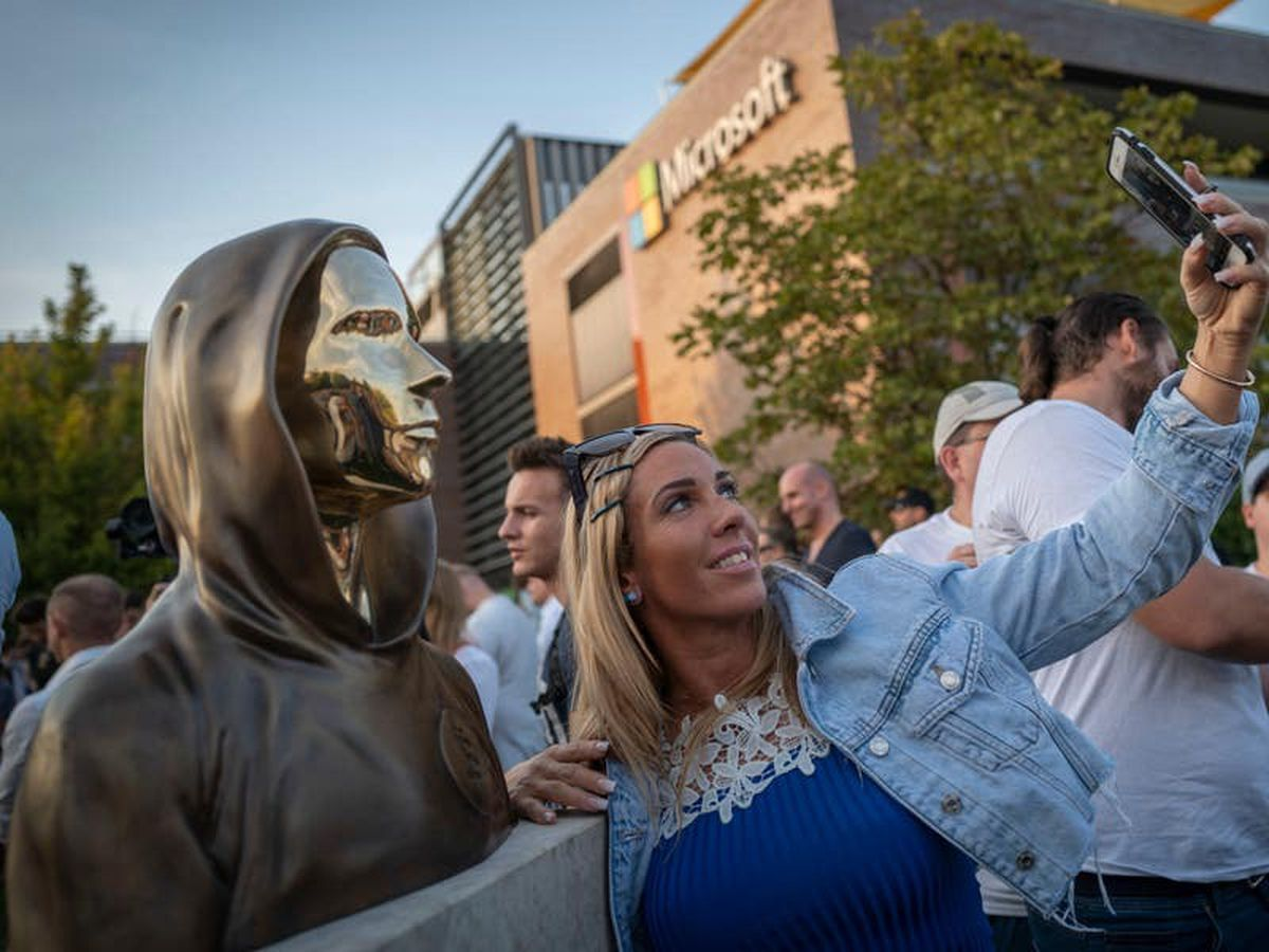 Statue unveiled to Bitcoin founder in Hungary