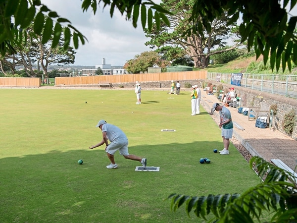 Unhappy bowls clubs fight on