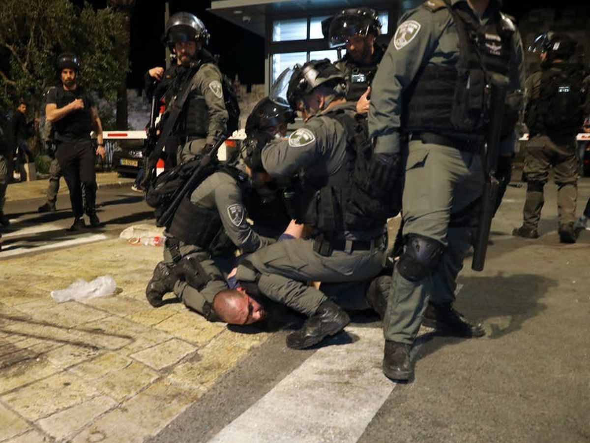 Clashes continue between Palestinians and Israeli police at Al-Aqsa Mosque