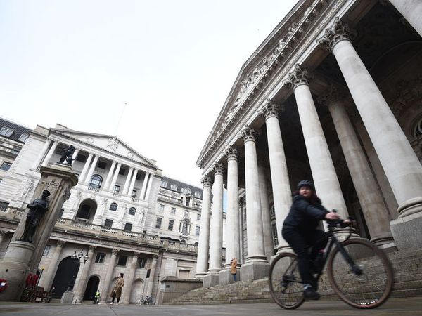 Bank keeps rates on hold in spite of inflation worries