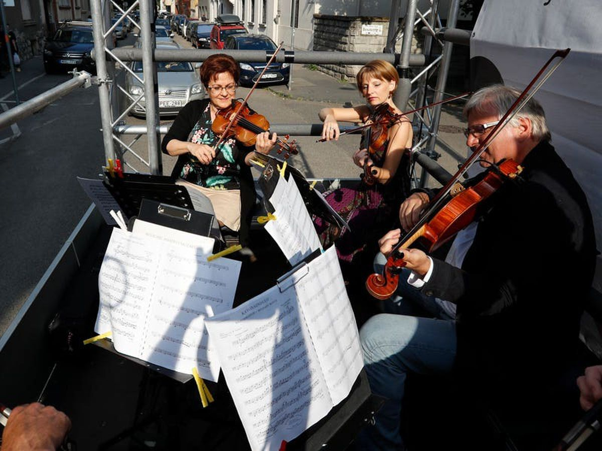 Budapest orchestra performs live concert from moving lorry