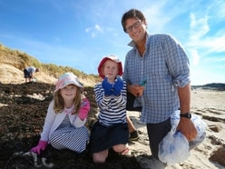 Beach clean shows children at first hand effect of pollution