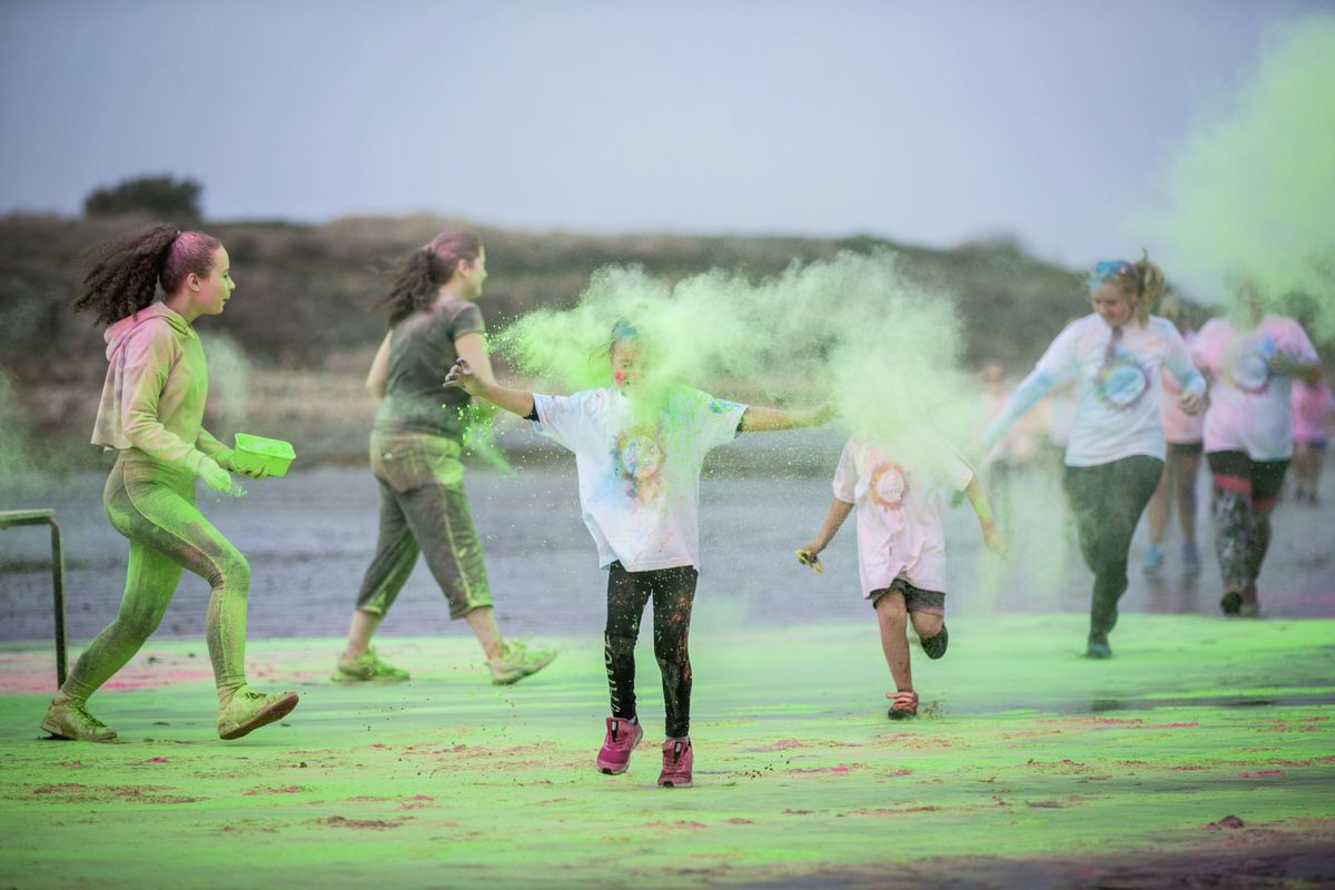 Picture by Sophie Rabey.  19-09-20. Islands Insurance have sponsored a Colour Run on Vazon Beach to help raise money for Guide Dogs for the Blind. (28707304)
