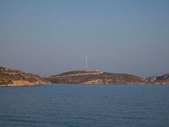 Which Greek island is to be run exclusively on wind and solar power?