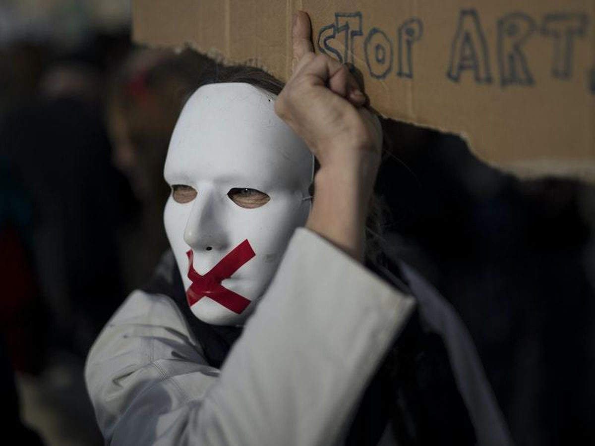 Protests in France over planned law on police officer images