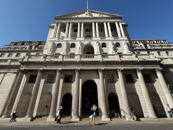 Bank warns inflation could soar to 10-year high, but keeps rates on hold