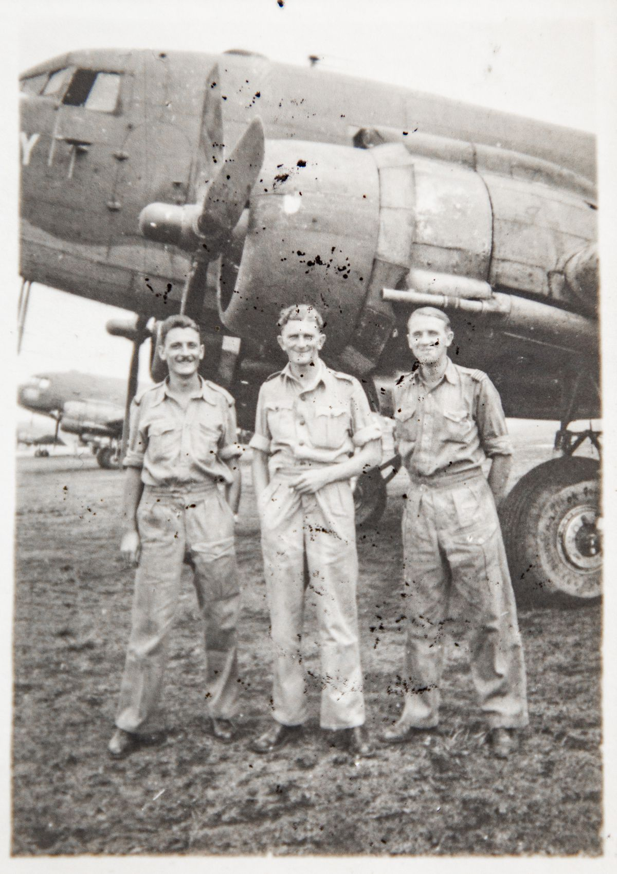 Mr Metcalfe-Elgee, right, with his RAF crew, Wireless Operator Warrant Officer McKenzie, left, and Navigator P/O Thomas pictured in front of a Dakota. (28907375)