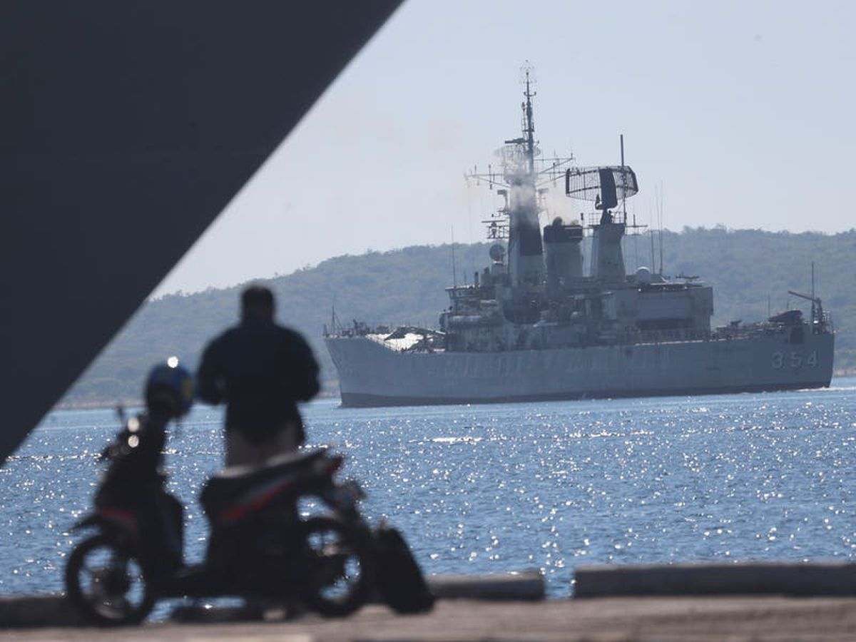 Time running low as search for Indonesian submarine continues