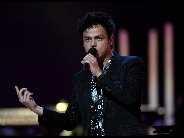 Jamie Cullum launches bid to break record for largest music lesson