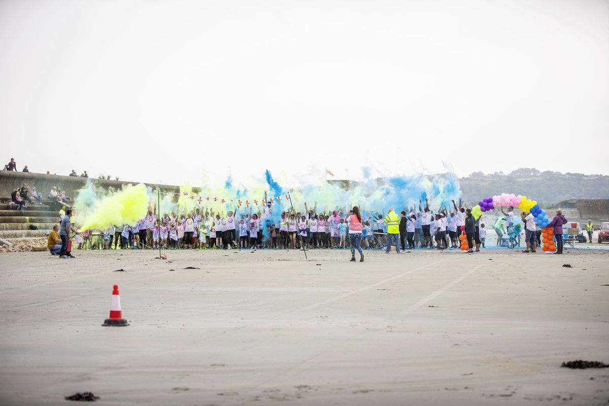 Picture by Sophie Rabey.  19-09-20. Islands Insurance have sponsored a Colour Run on Vazon Beach to help raise money for Guide Dogs for the Blind. (28707314)