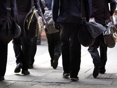 Ofsted chief backs calls to ban mobile phones in schools