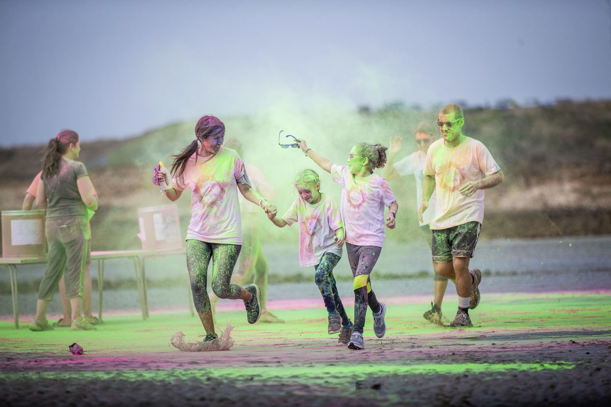 Picture by Sophie Rabey.  19-09-20. Islands Insurance have sponsored a Colour Run on Vazon Beach to help raise money for Guide Dogs for the Blind. (28707330)