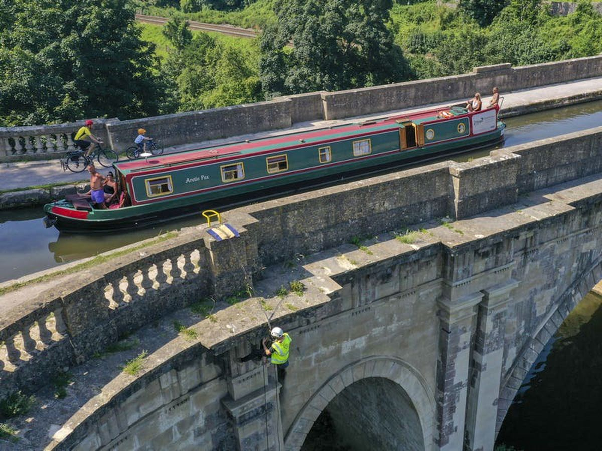 Abseiling teams work to repair 'stunning piece of canal history'