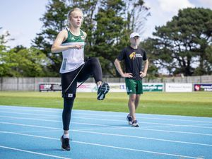 Picture by Sophie Rabey.  17-05-20.  Guernsey Athletics are being able to introduce 1 to 1 training again as Coronavirus Lockdown regulations have been relaxed further.  Tom Druce coaching sprinter, Abi Galpin.. (28278986)