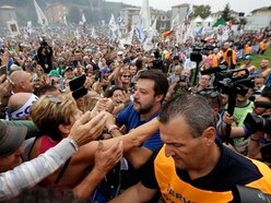 Thousands gather to support Italian hardliner Salvini