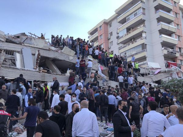 Six dead as strong earthquake hits Turkish coast