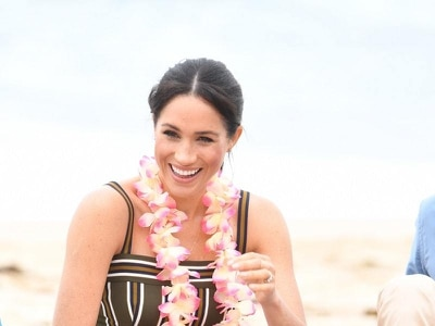 In Video: Meghan receives an unusual gift on Bondi Beach