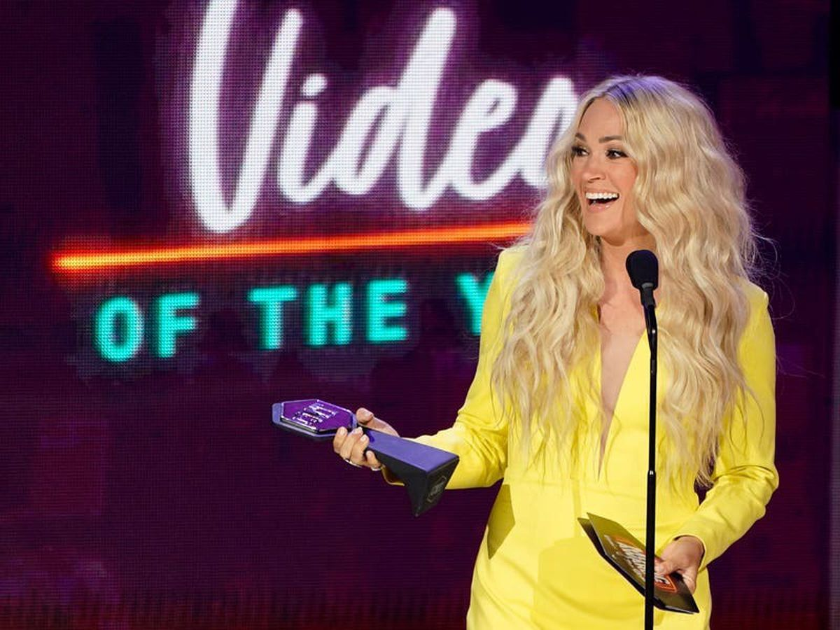 Carrie Underwood extends record with win at CMT Awards