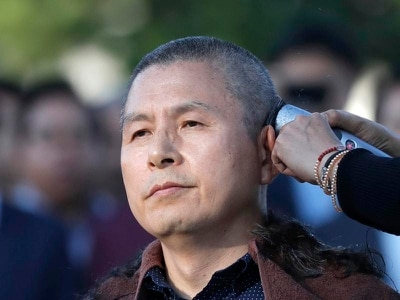 South Korean opposition leader shaves head to protest against minister