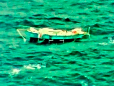 Aid on way to solo sailor with broken mast and severe injuries