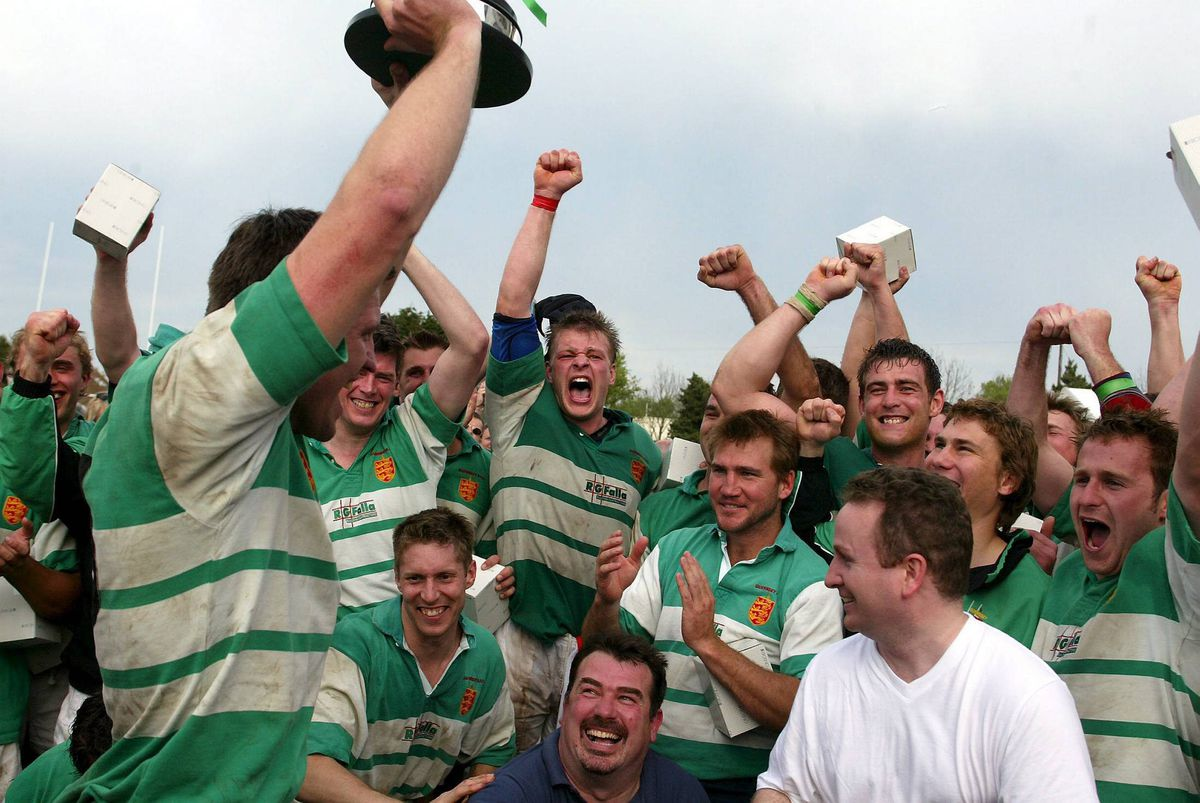 Carl Johnson lifts the Siam Cup after captaining Guernsey to their 28-24 victory in Jersey in 2005. (28899358)