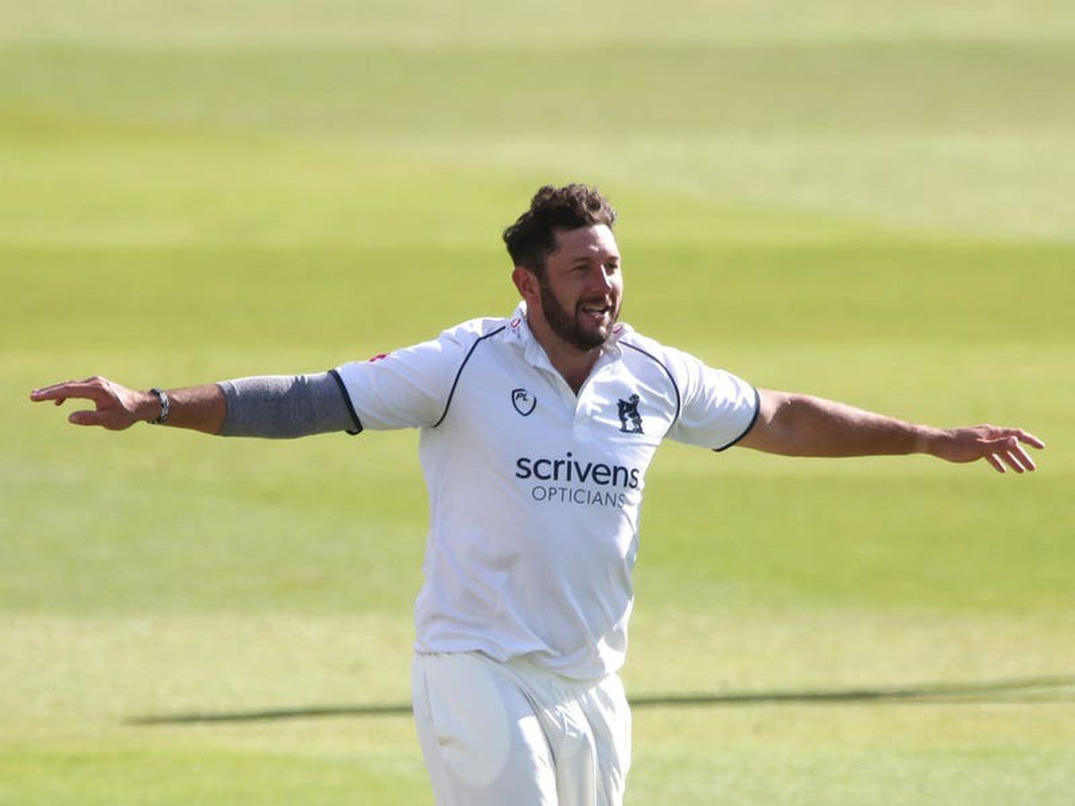 Warwickshire stay in title hunt with victory over Yorkshire