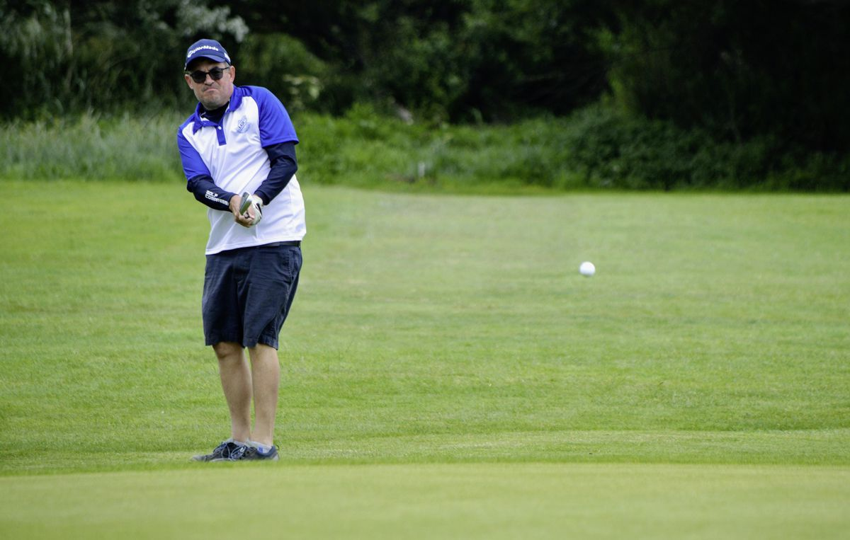 Arthur Evans chips onto the sixth green in his win over Ollie Chedhomme. (Picture by Gareth Le Prevost, 28416276)