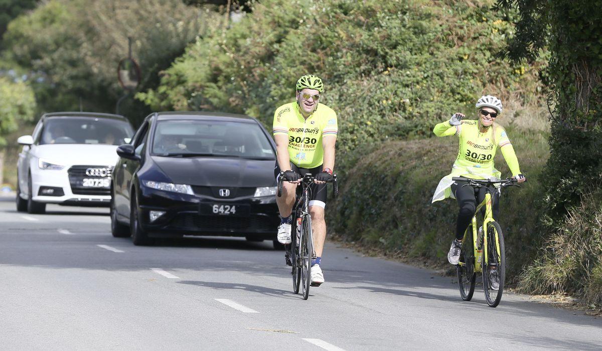 Pic by Adrian Miller 26-09-20 L'Eree Hill. Everest Madness cycling event. Ben Snook and Liz Storer. (28732651)
