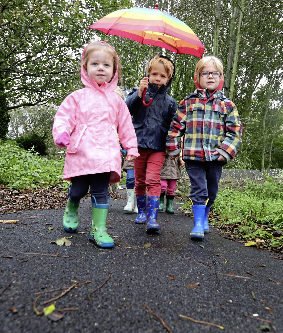 Torteval pre-school children take part in 'The Daily Mile'. Left to right: Mia Snell, 3, Seb Smillie, 4, and Archie Jehan, 3.                                           (Picture by Adrian Miller, 19657099)